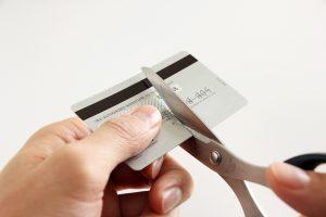 自己破産をするとクレジットカードは永久に作れないの?